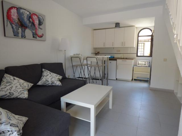 A newly furnished duplex bungalow with private terrace, fast wifi and shared pool. beach on walking distance, Sport centre Rene Egli only minutes away