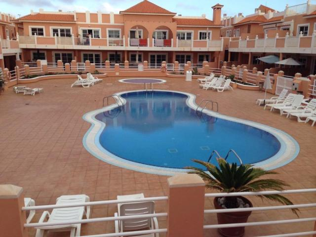 6 bed, first floor apartment in a secure communal residence with pool in Caleta De Fuste.  Close to beach and shops, bars and restaurants and only 10min ride from airport.